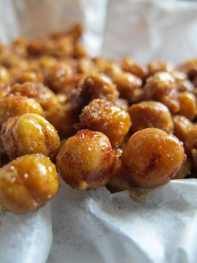 SWEET AND SALTY ROASTED CHICKPEAS // hourglass&bloom