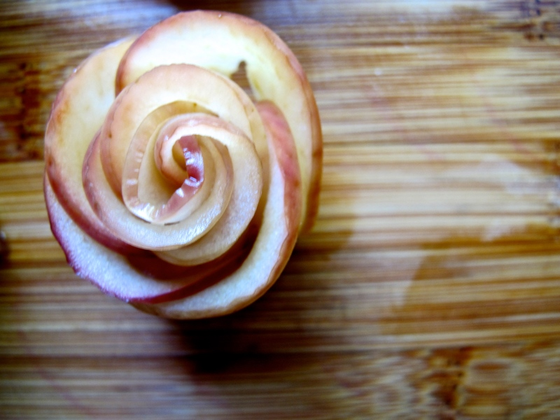 APPLE ROSE TARTS with cinnamon custard // via hourglassandbloom.com #appleroses #cinnamoncustard