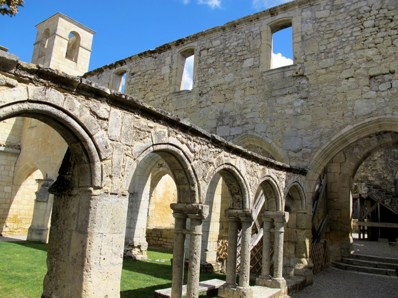Saint-Emilion // www.hourglassandbloom.wordpress.com #Travel #SaintEmilion #FrenchCountryside